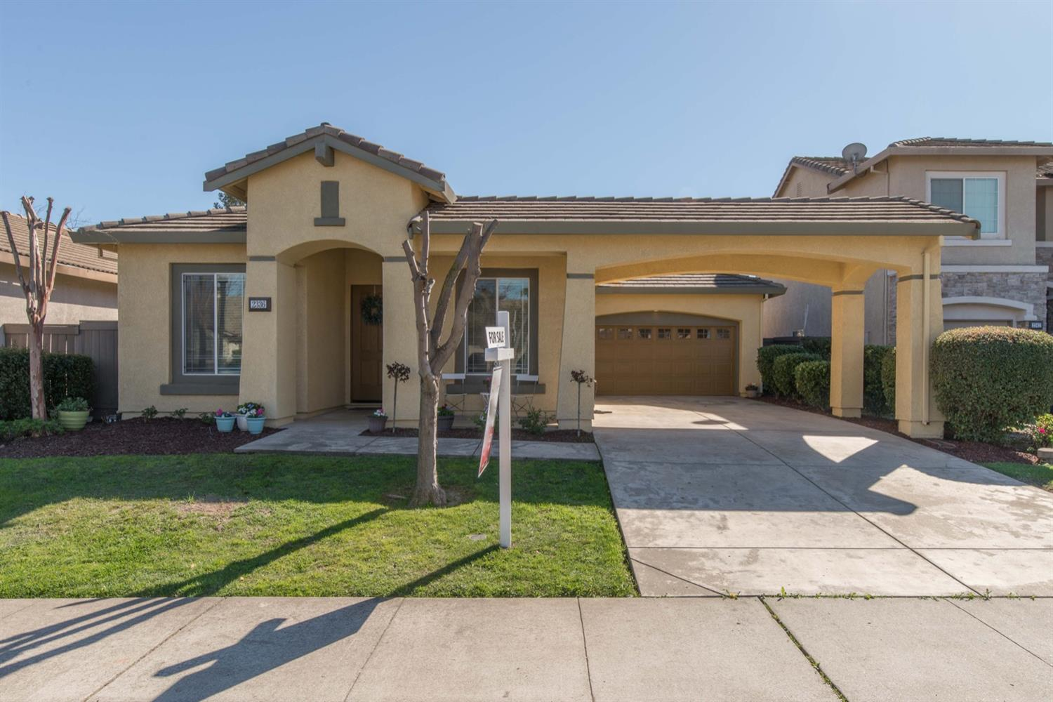 Beautiful single story in Natomas Park! Great floor plan with hand scraped wood flooring throughout main living area. Open concept kitchen with Butler's pantry, large great room with dine in kitchen nook. Includes membership to the Club of Natomas which features 3 swimming pools, a cafe, gym and childcare.