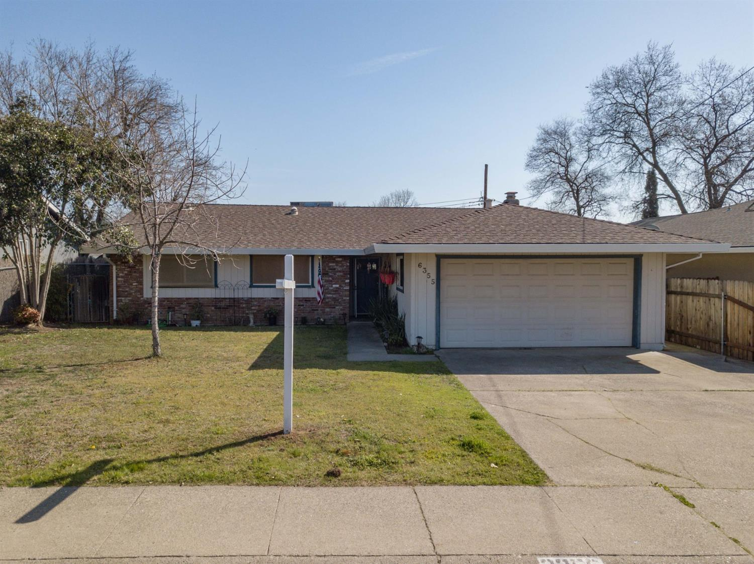 Absolutely Gorgeous 3bed 2bath located in a fantastic neighborhood. Kitchen Remodel with custom granite counters, soft close drawers and a walk in pantry. Remodeled bathroom with jetted tub. The home has an expanded master retreat and tons of closet space.