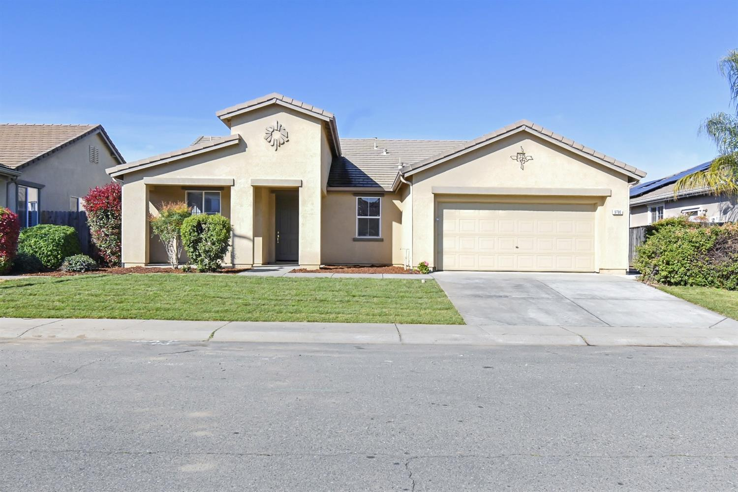 Looking for a move in ready home in well desired area of Live Oak in a cul-de-sac, look no further. Come and check out this beautiful 4 bed, 2 bath home with freshly painted interior, new carpet flooring, window blinds, open kitchen with island and granite counter tops. Must see to appreciate!!!