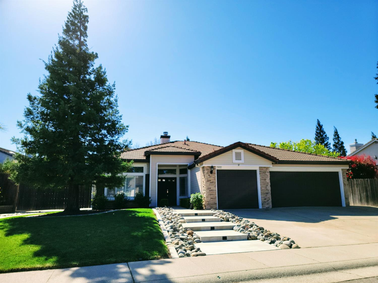 Photo of 1422 Voltaire Drive, Roseville, CA 95747