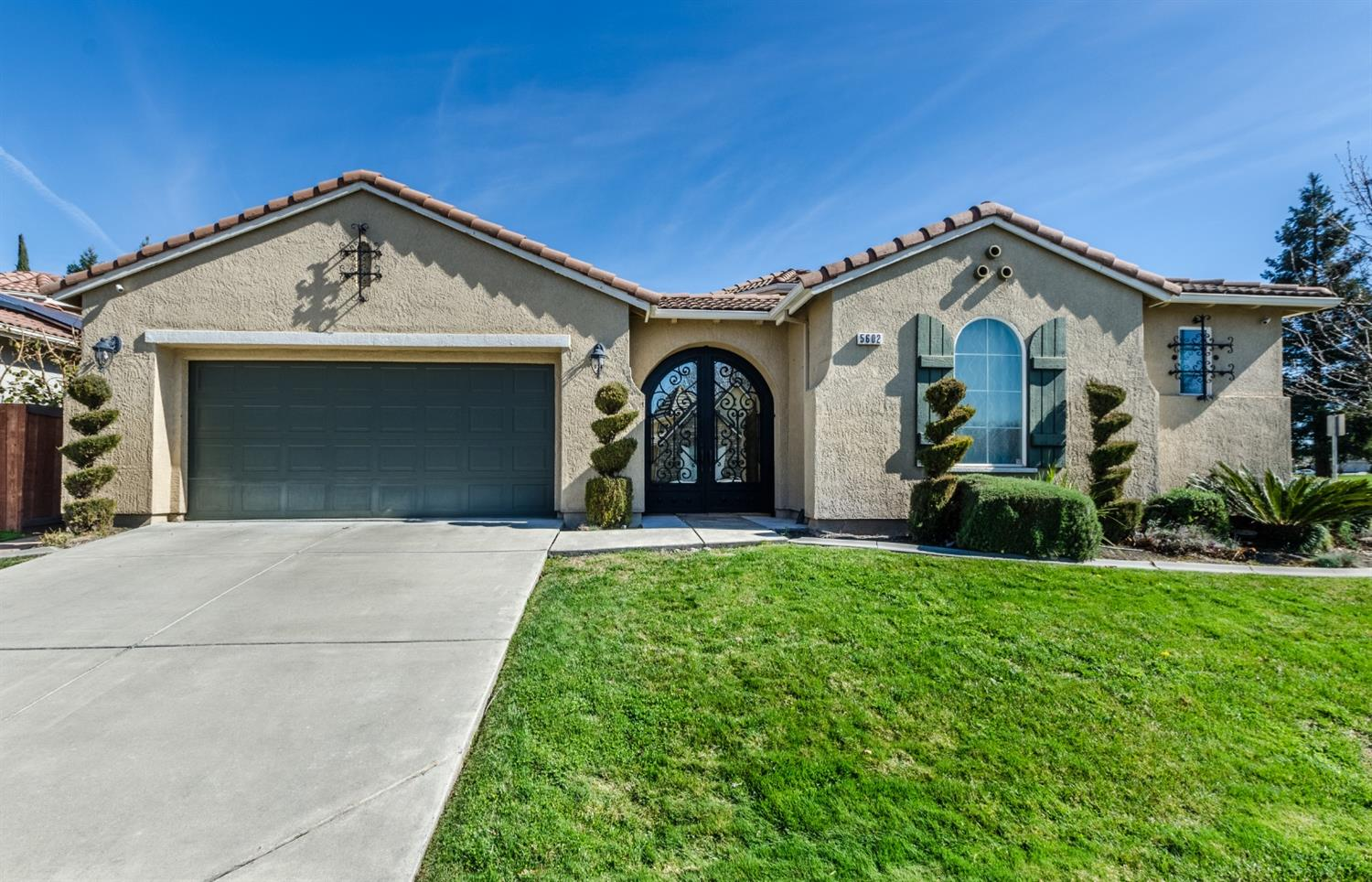 A cozy- one story home, located in the heart of the Natomas area. On a corner and across the street from a friendly park. This home has 4 bedrooms, 3 baths with nice upgrades.