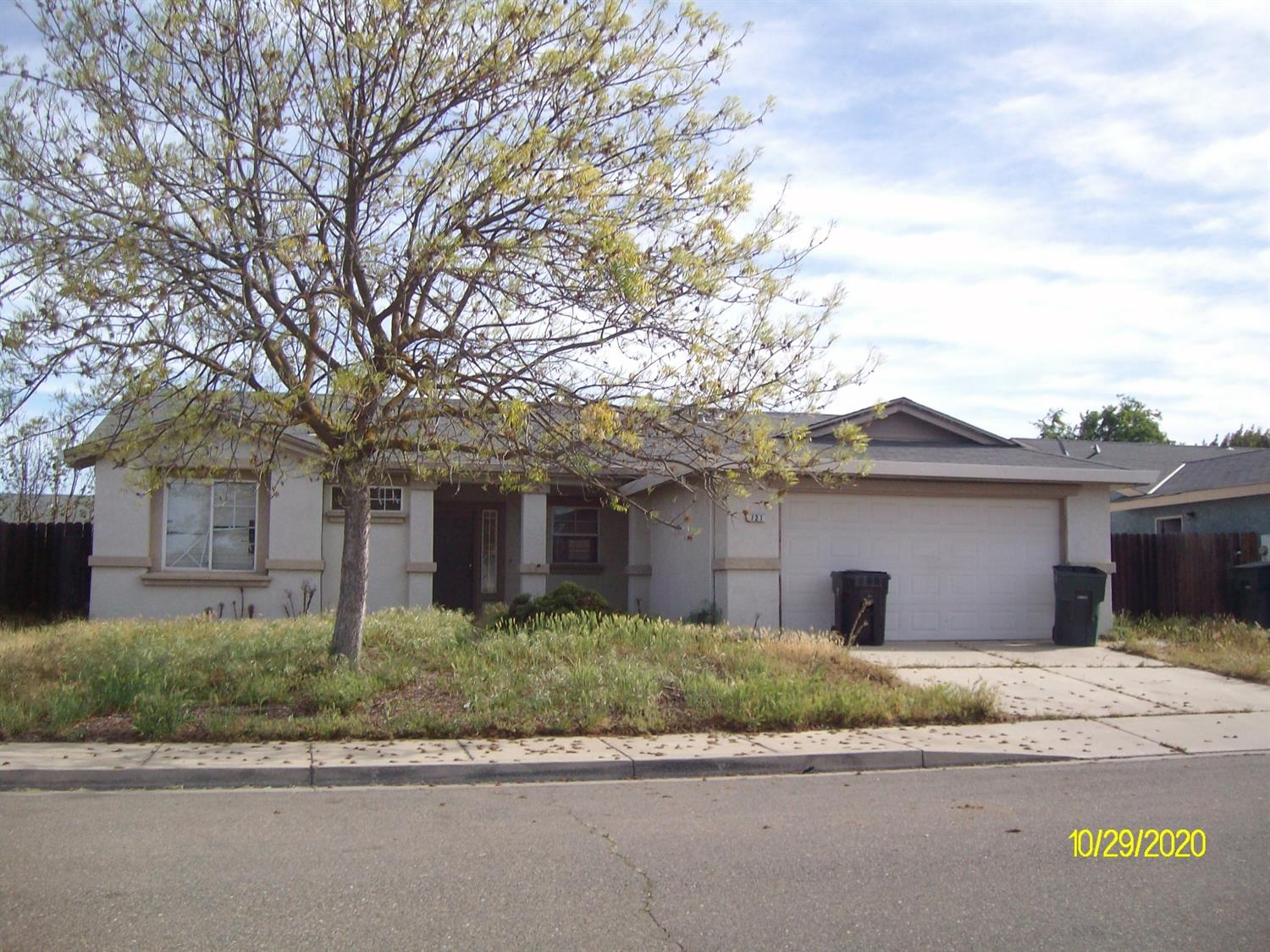 Great for 1st time homebuyer or investor. Needs TLC throughout. Open floor plan, close to shopping, medical, high school.