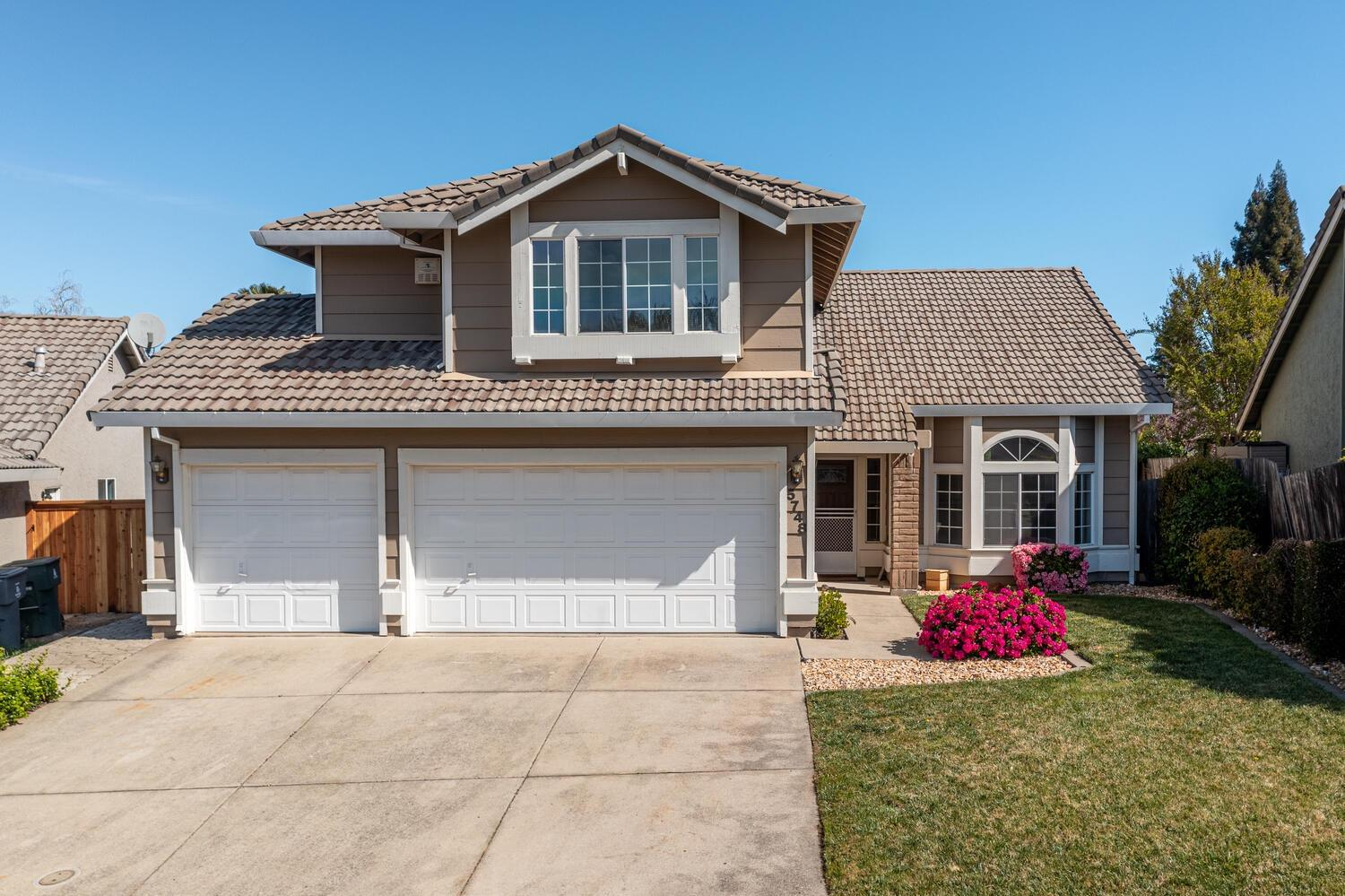 Incredibly well-maintained 2-story home with split levels, located on a circle, conveniently close to shopping, parks and highly desired Rocklin schools. Walking distance to Cobblestone Elementary. 4 total Bedrooms and 3 Full Baths. One Bedroom and Full Bath are downstairs. Kitchen features wood laminate flooring, stainless steel gas stove and a kitchen eating area. Formal Dining Room. Formal Living Room. Separate Family Room with Brick Fireplace. Whole House Fan. Ceilings fans in all bedrooms and living areas. Cathedral vaulted ceilings in both the Family and Living Rooms. Master Walk-in Closet. 3-car Garage.  SUPER CLEAN and MOVE-IN READY - A MUST SEE!