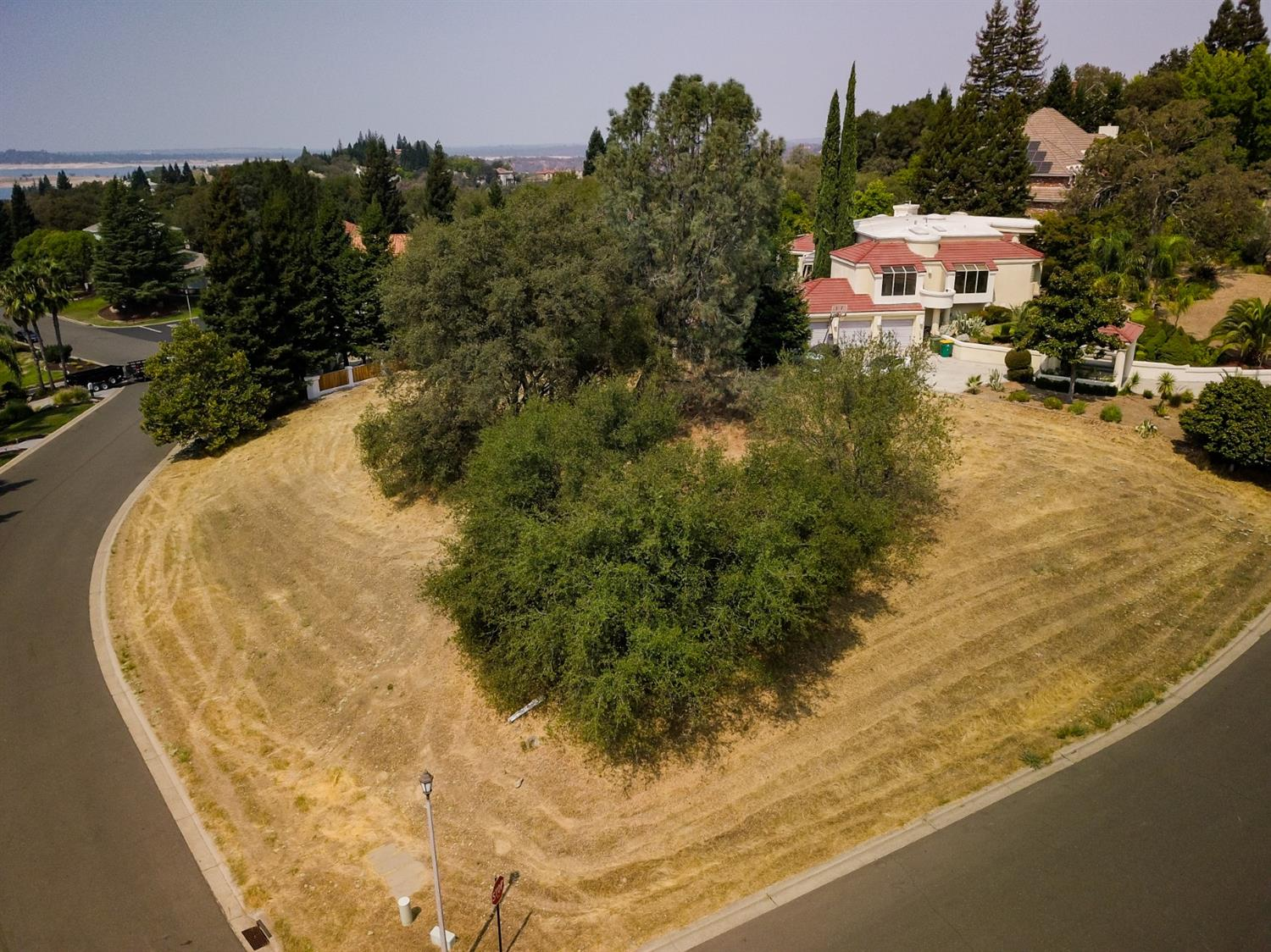 Build your dream home among million dollar custom homes within the prestigious Summit community. A highly desired lot w/building plans await! Short walking distance to scenic trails leading to Folsom Lake. Lots are scarce don't bypass this unique opportunity!