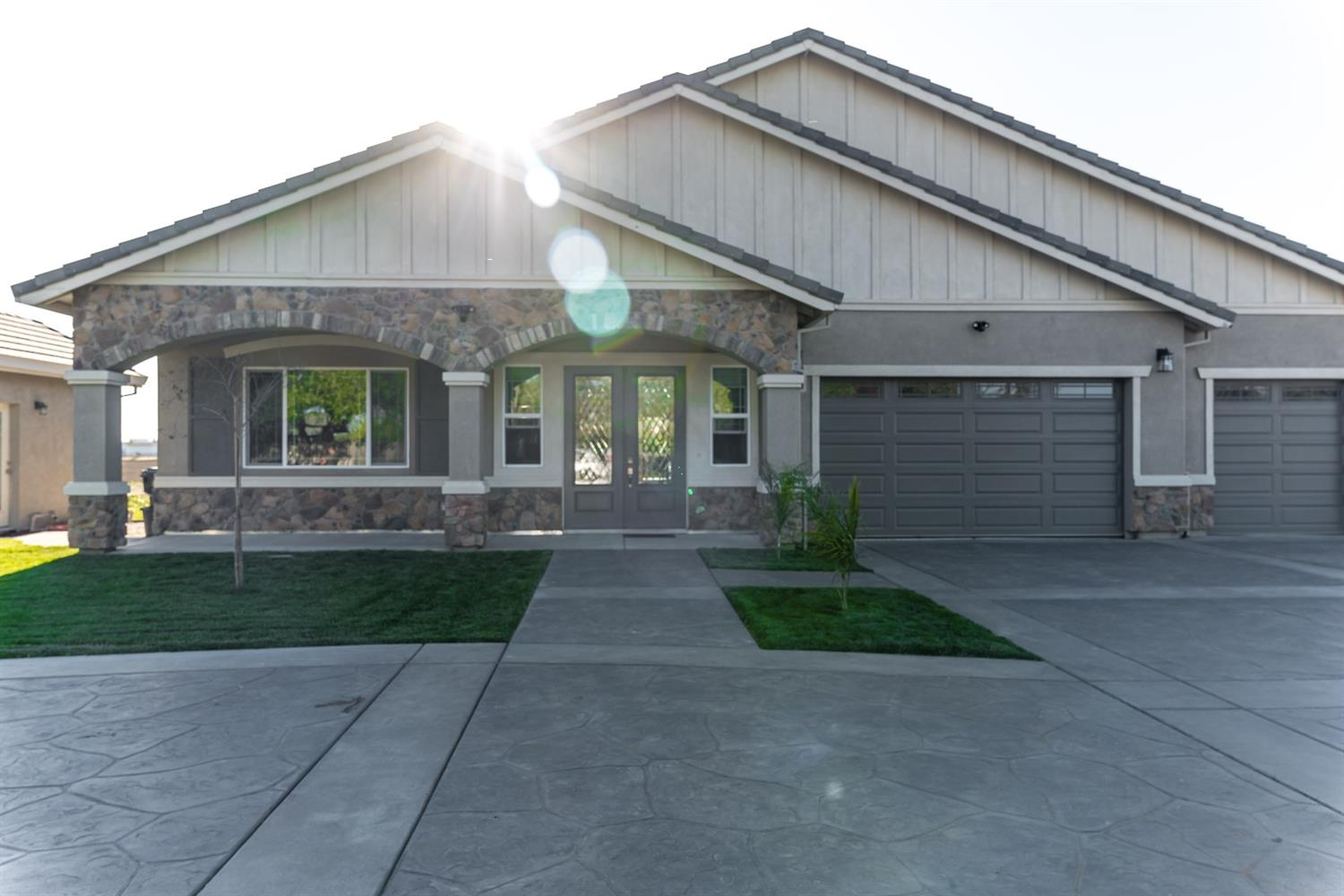 Photo of 333 S Austin Road, Manteca, CA 95336