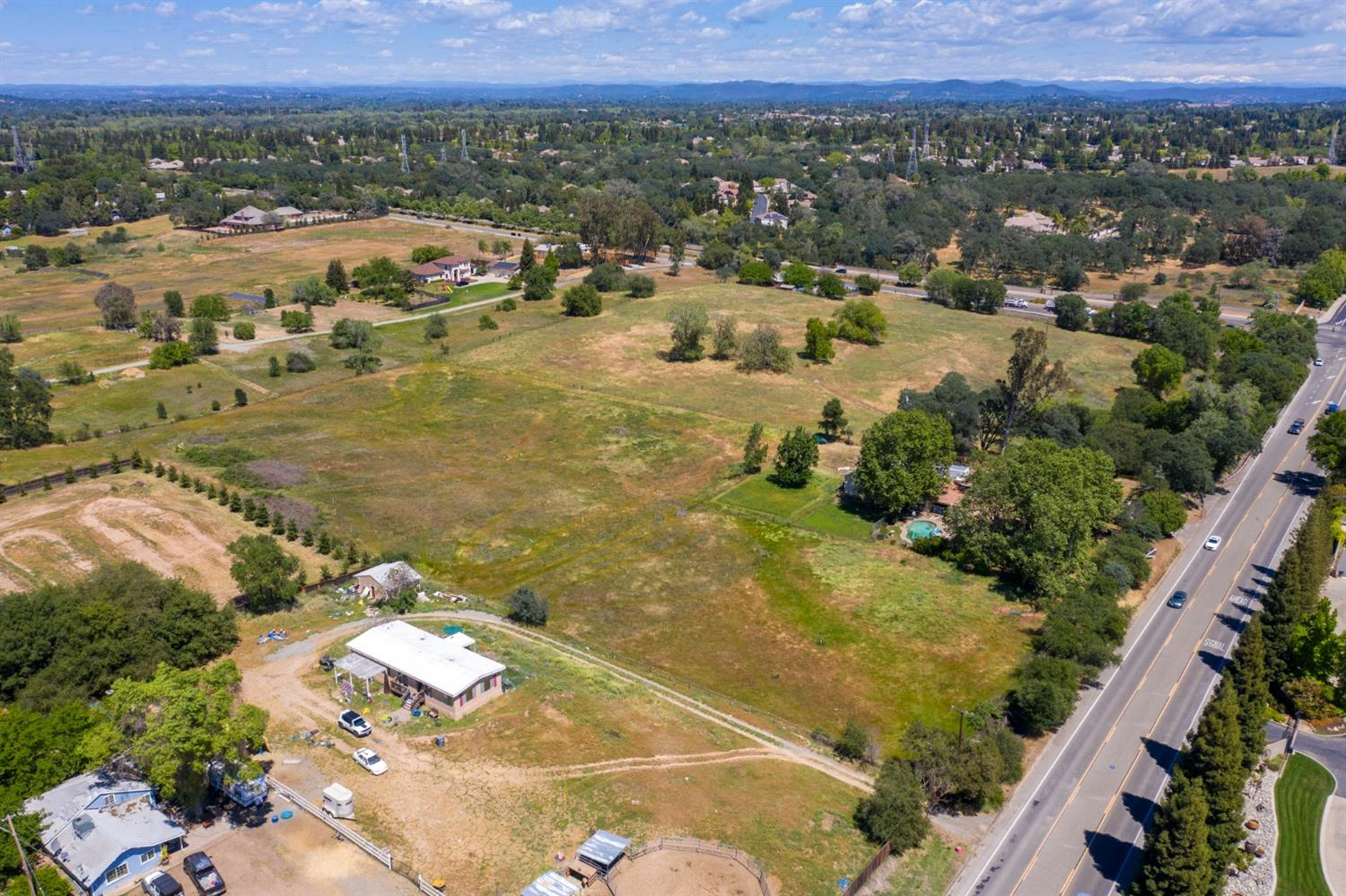 Photo 3 for Listing #221040364