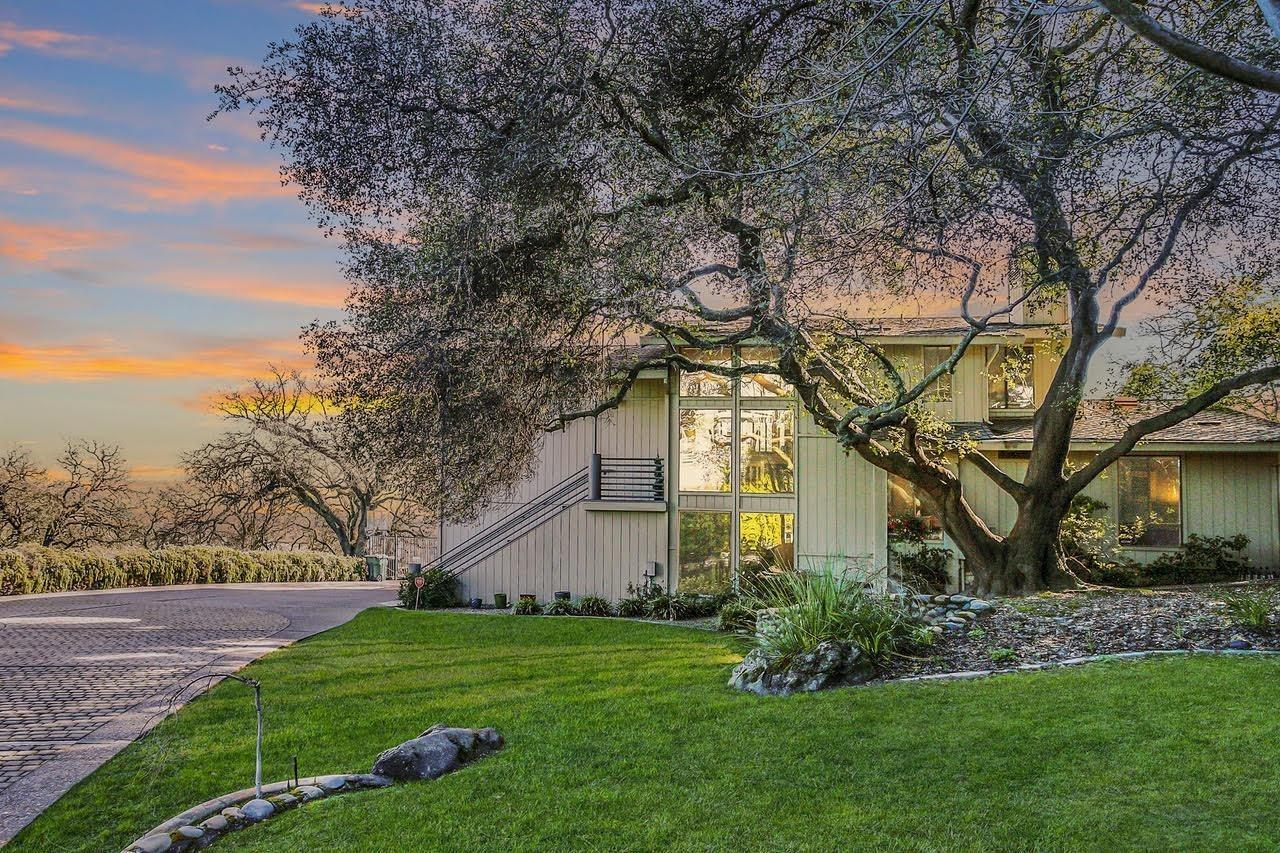 Photo of 8600 EMPEROR Drive, Fair Oaks, CA 95628