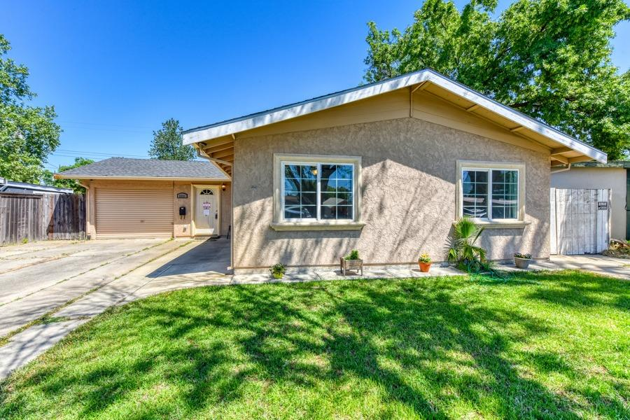 Great opportunity! This open concept, single story home features a large lot with lots of room to play. Inside features include granite counter tops, laminate flooring, and crown molding. Roof was done in 2012, HVAC in 2015, Water heater in 2019. Refrigerator, washer/dryer and play structure included. Don't miss out!