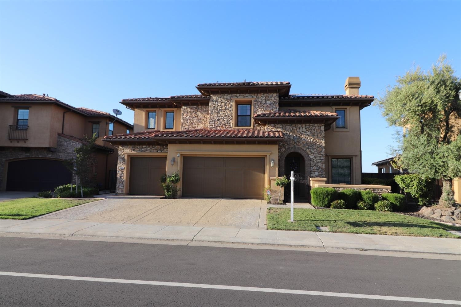Photo of 4055 Castellina Way, Manteca, CA 95337