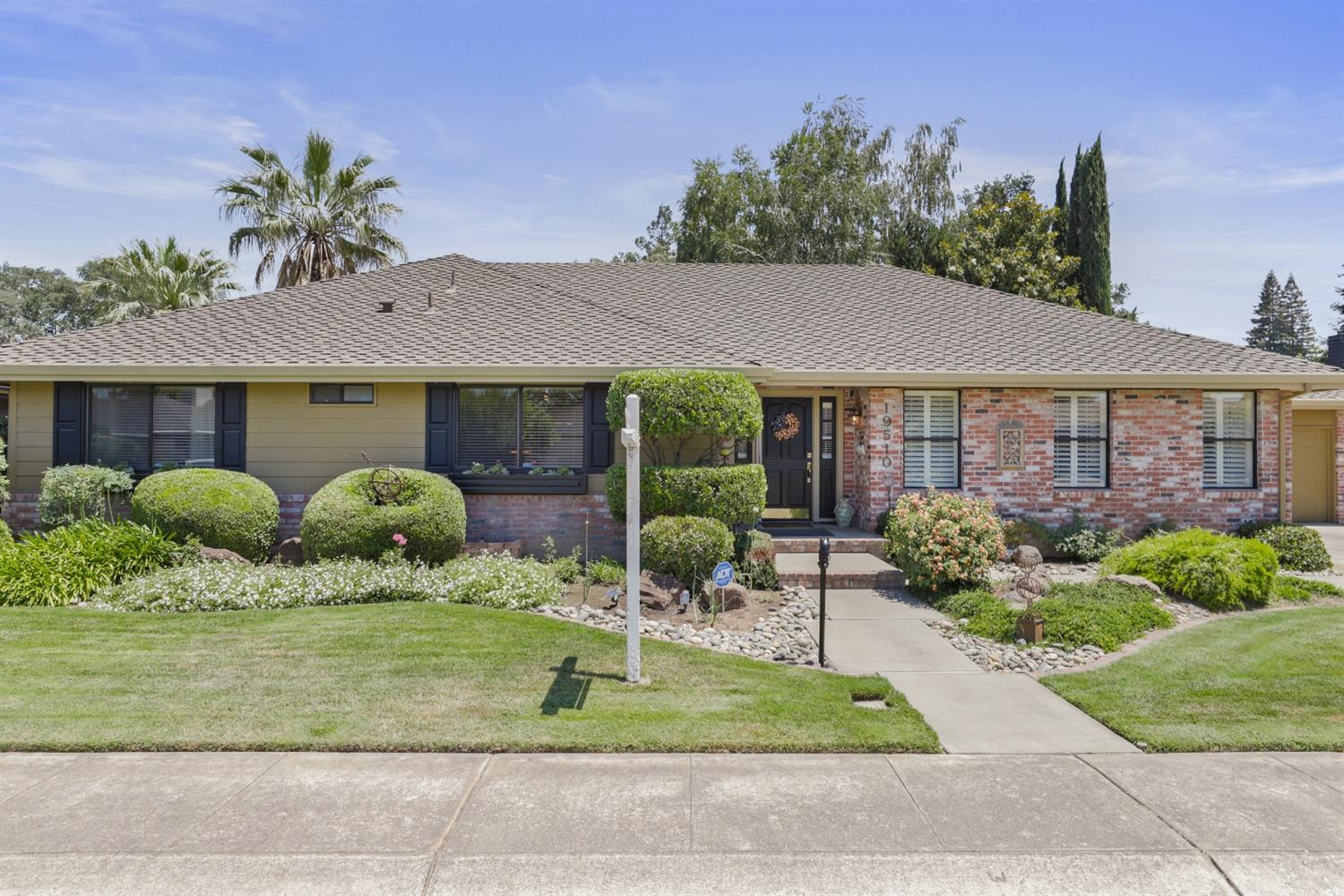 19510 Meadow View Drive