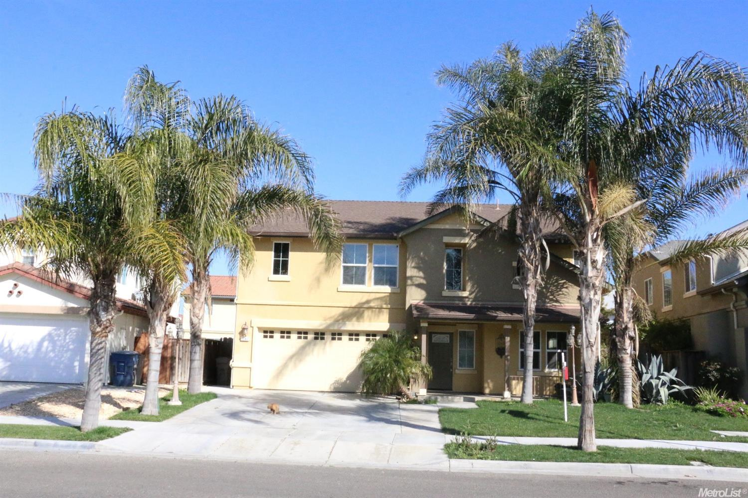GREAT 5 BED, 3 BATH HOUSE IN GOOD LOCATION!!  This house features one bedroom and full bath downstai