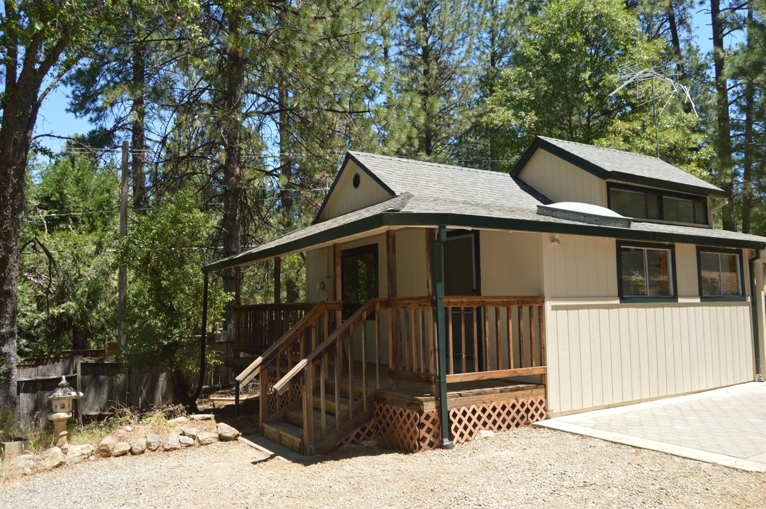 A cozy country cabin! 1 bedroom 1 bath with loft and basement. Gentle rolling land that is perfect for your animals and garden and plenty of room to build your dream home. Enjoy the rural life yet only 15 min to downtown! Welcome Home!