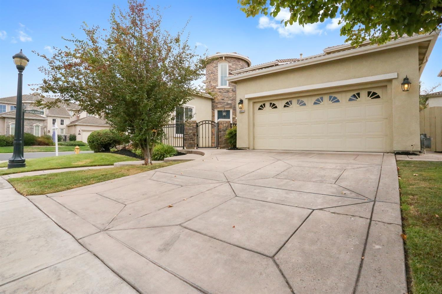 Beautiful 4BR 3.5BA Brookeside charmer located behind main gates in Saint Andrews Dr. open floor plan with separate Living & Family room, formal dingin, bedroom & full bath downstairs. Kitchen has granite counter tops, with a pool for the hot summer days.