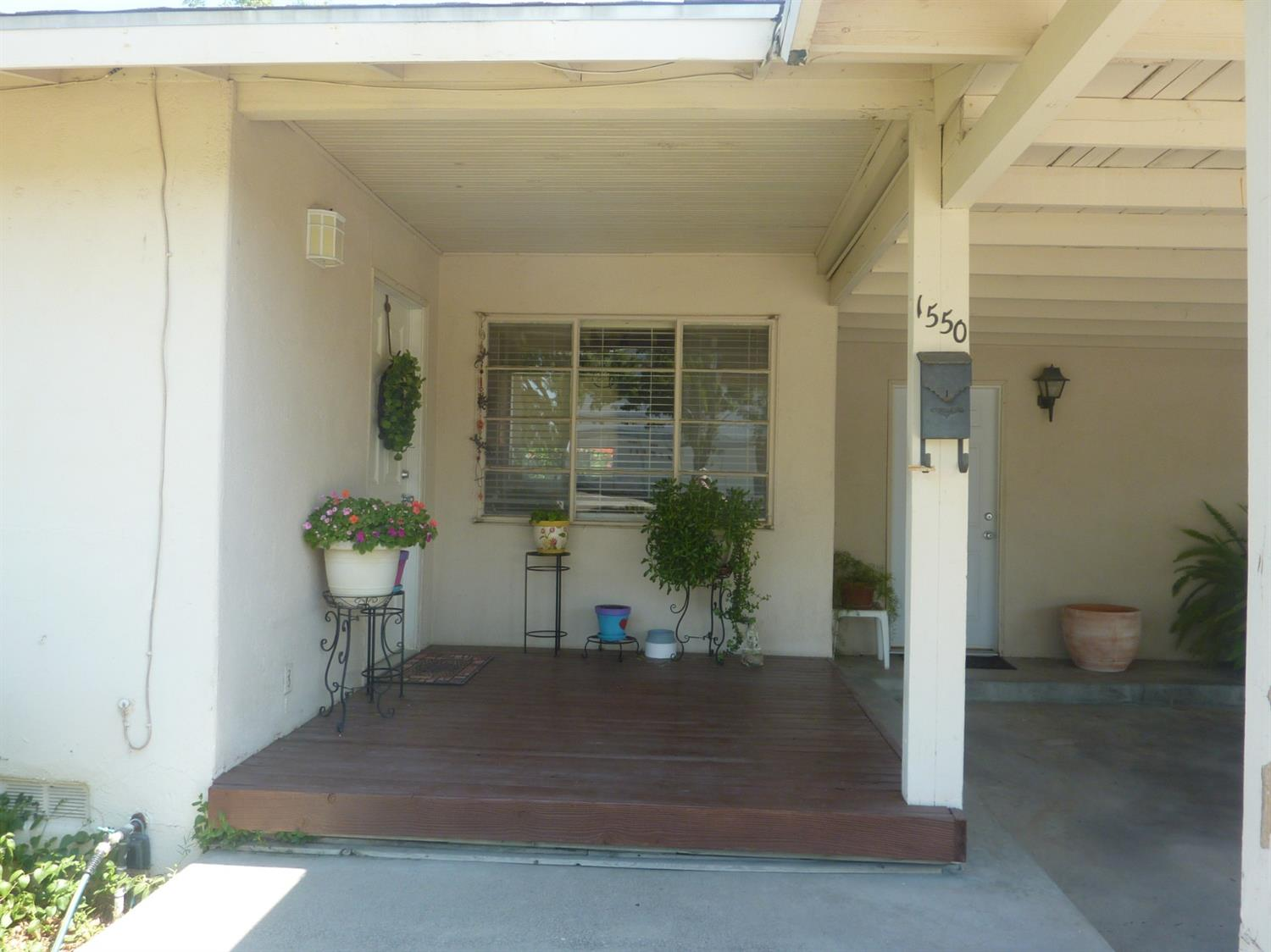 This cozy and quaint home sets on a LARGE lot with endless possibilities. Large nicely landscaped ba