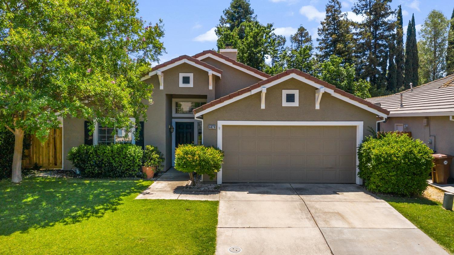 Cute and cozy Elk Grove dream home for first time homebuyers or investors. This 3 bedroom, 2 bath ho