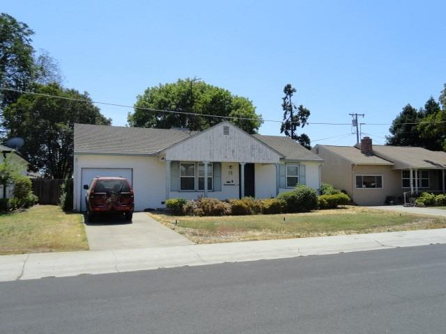 cute 2 bedroom, 1 bath with large lot near UOP