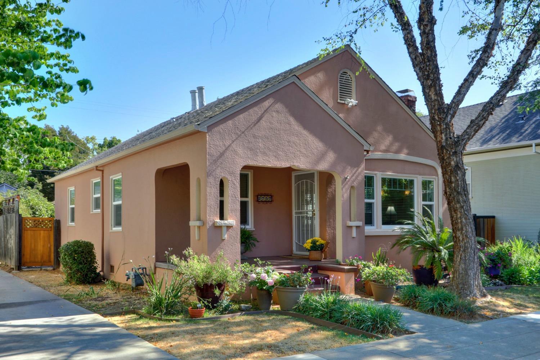 Photo of 2757 Portola Way, Sacramento, CA 95818