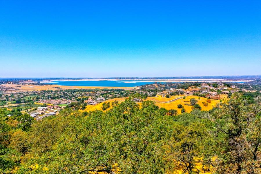This 1 acre parcel captures panoramic views of Folsom lake and city lights.  Located in Premier Kalithea subdivision of the Promontory Point and on one of the most scenic streets in El Dorado Hills.  This parcel will not disappoint, don't miss out on building your dream property on this choice parcel.