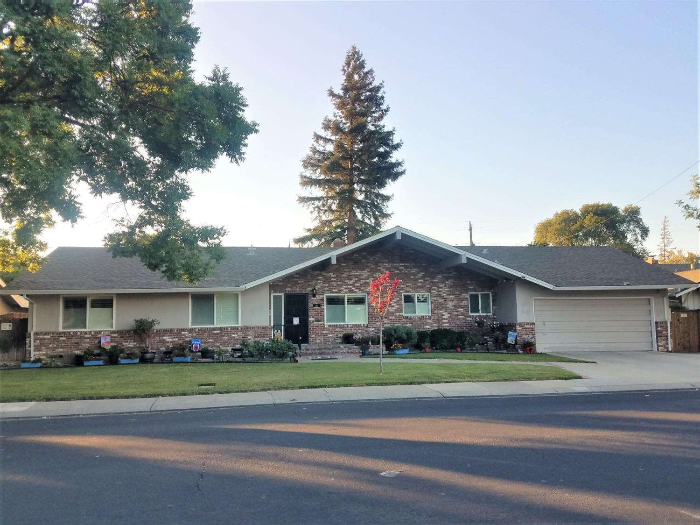 Photo of 31 W ROBINHOOD Drive, Stockton, CA 95207