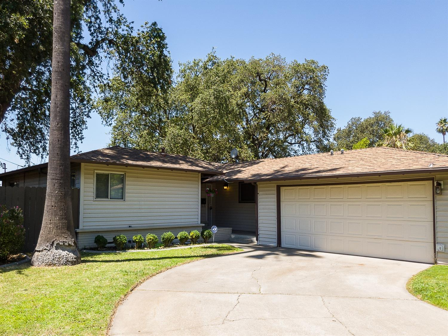 Three bedroom and two bath home in a nice West Sacramento neighborhood! This lot has mature trees, no neighbors behind you and a dog run/kennel.  Close to downtown Sacramento government offices, Golden 1 Arena, restaurants, bars and nightlife! Choose your own color palette and make this home.