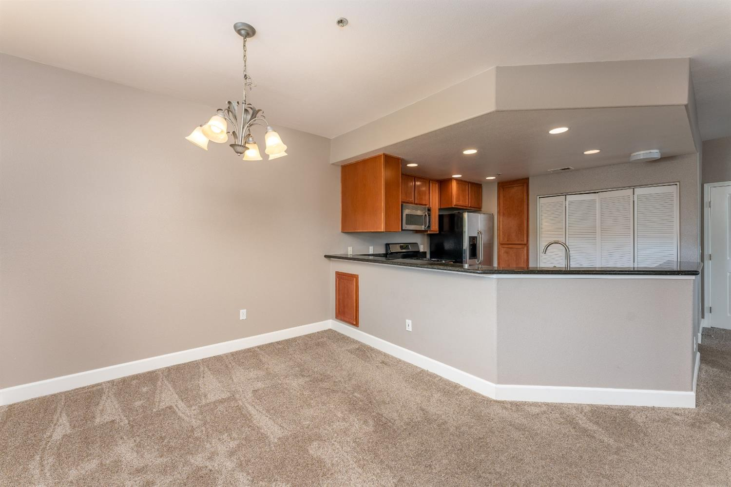 Photo 5 for Listing #221085241