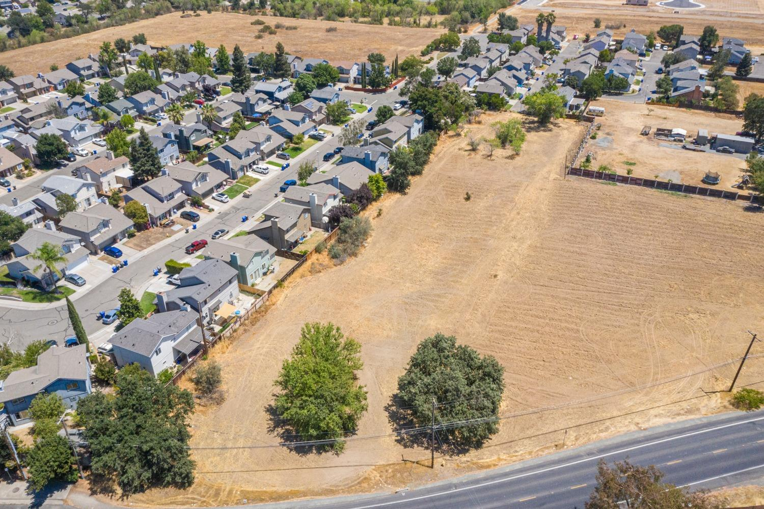 LOTS of possibilities here! Prime location right off of the 99 freeway in the heart of Galt.