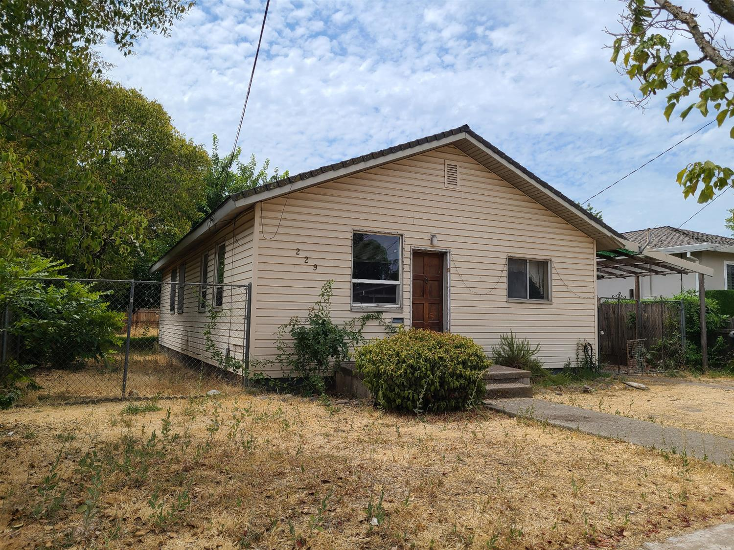 Fixer/rehab opportunity in popular area of Roseville! Seeking builders and contractors to turn this 40's bungalow back to its former glory! Lovely street, spacious lot!