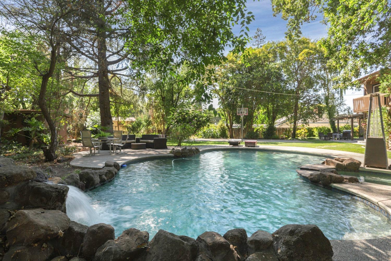 Photo of 1672 W Longview Avenue, Stockton, CA 95207