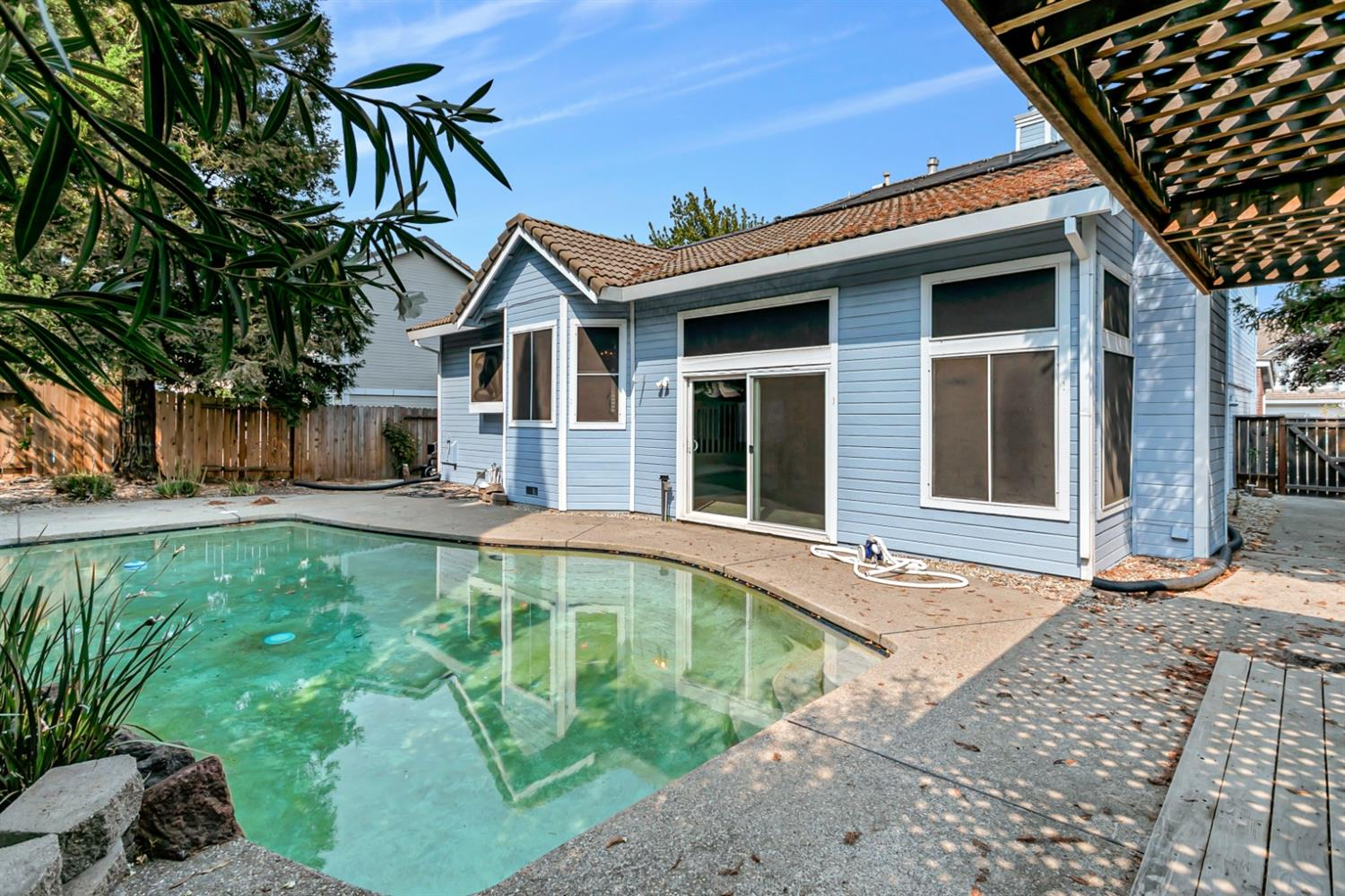 Photo 2 for Listing #221084351