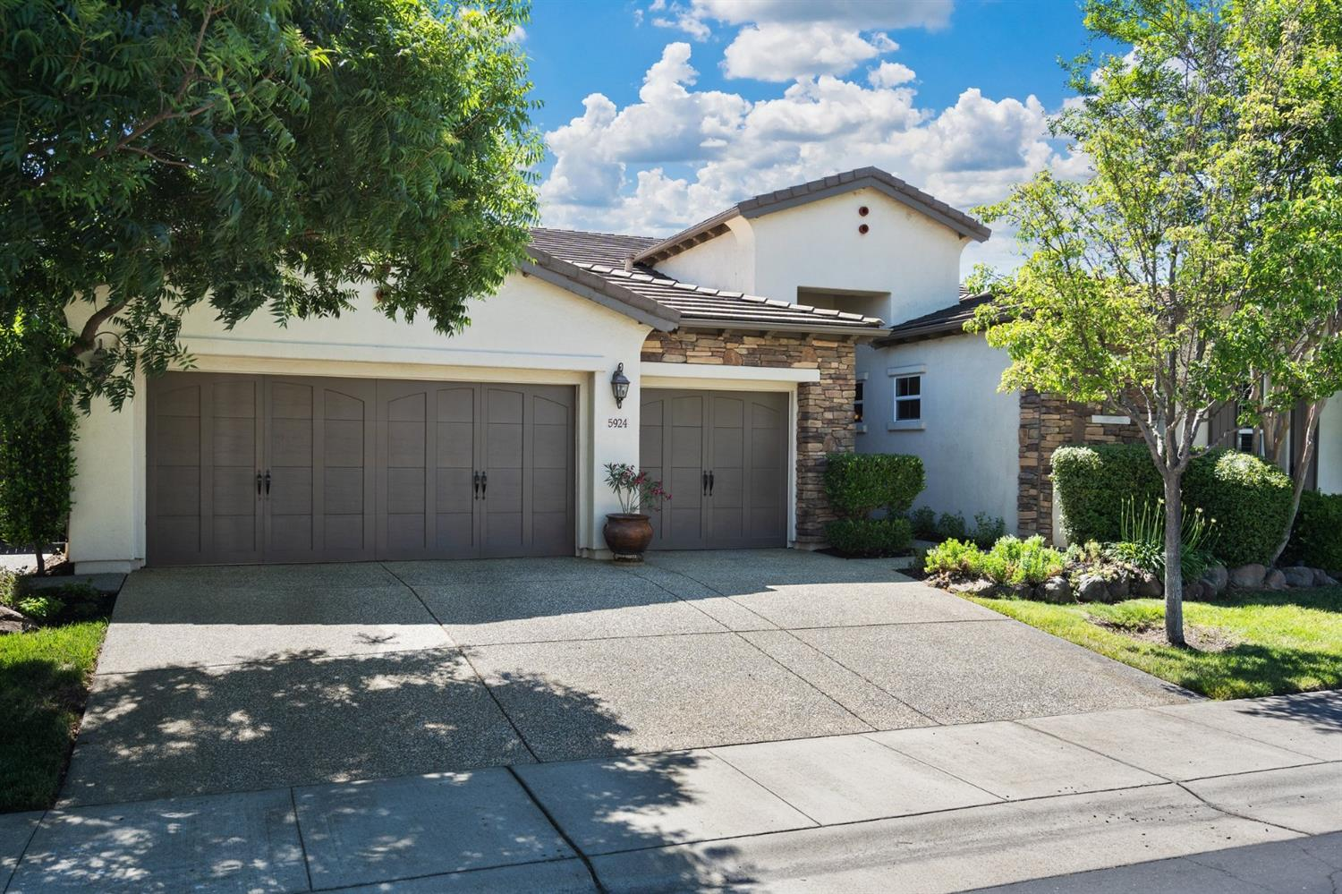 5924  Country Manor Place
