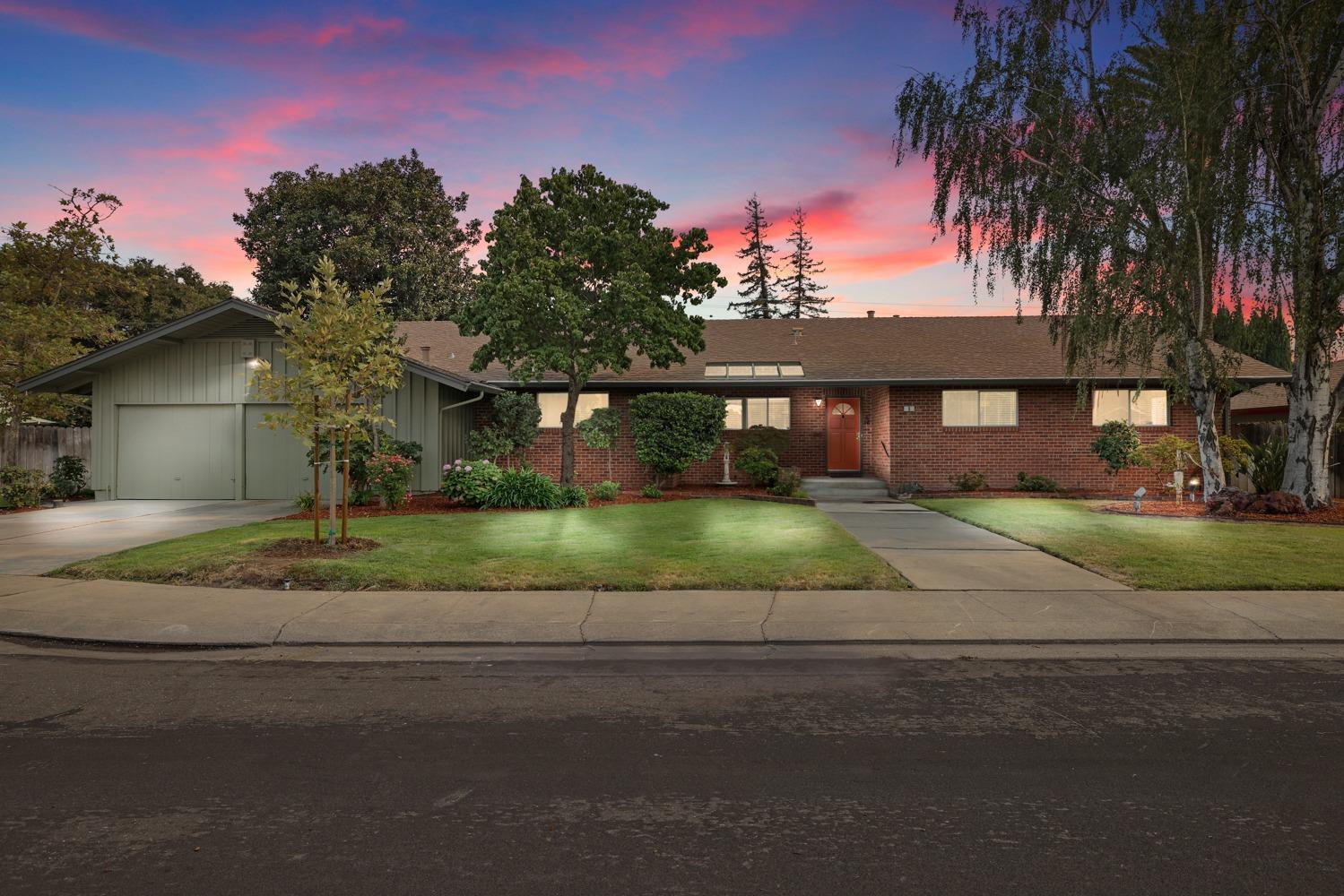 Photo of 6 W Banbury Drive, Stockton, CA 95207