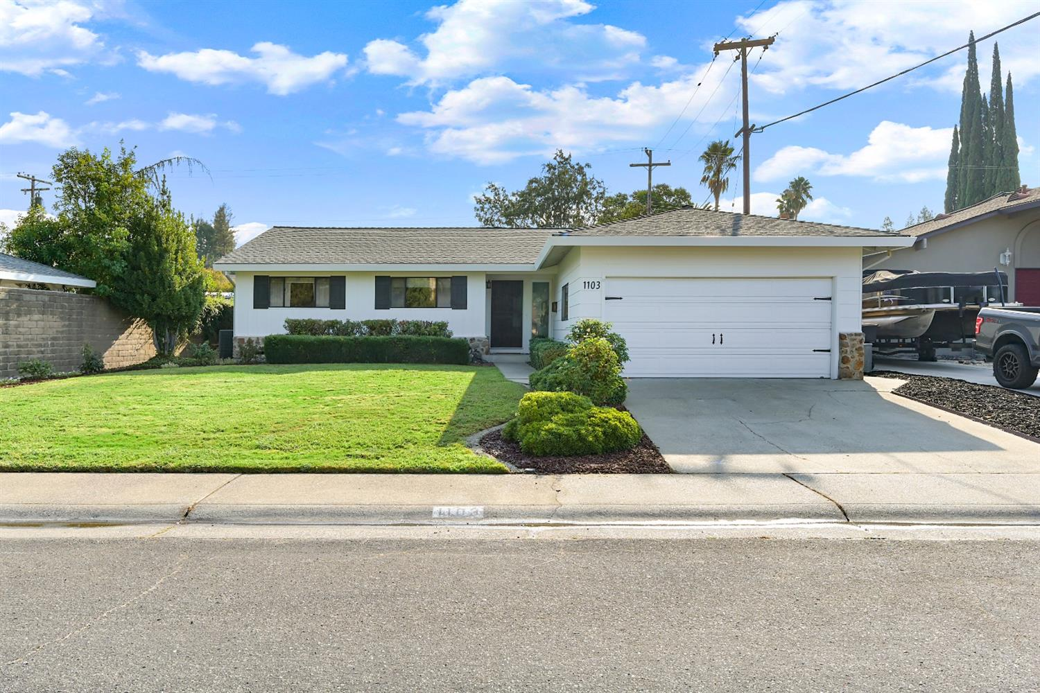 Photo 2 for Listing #221107222