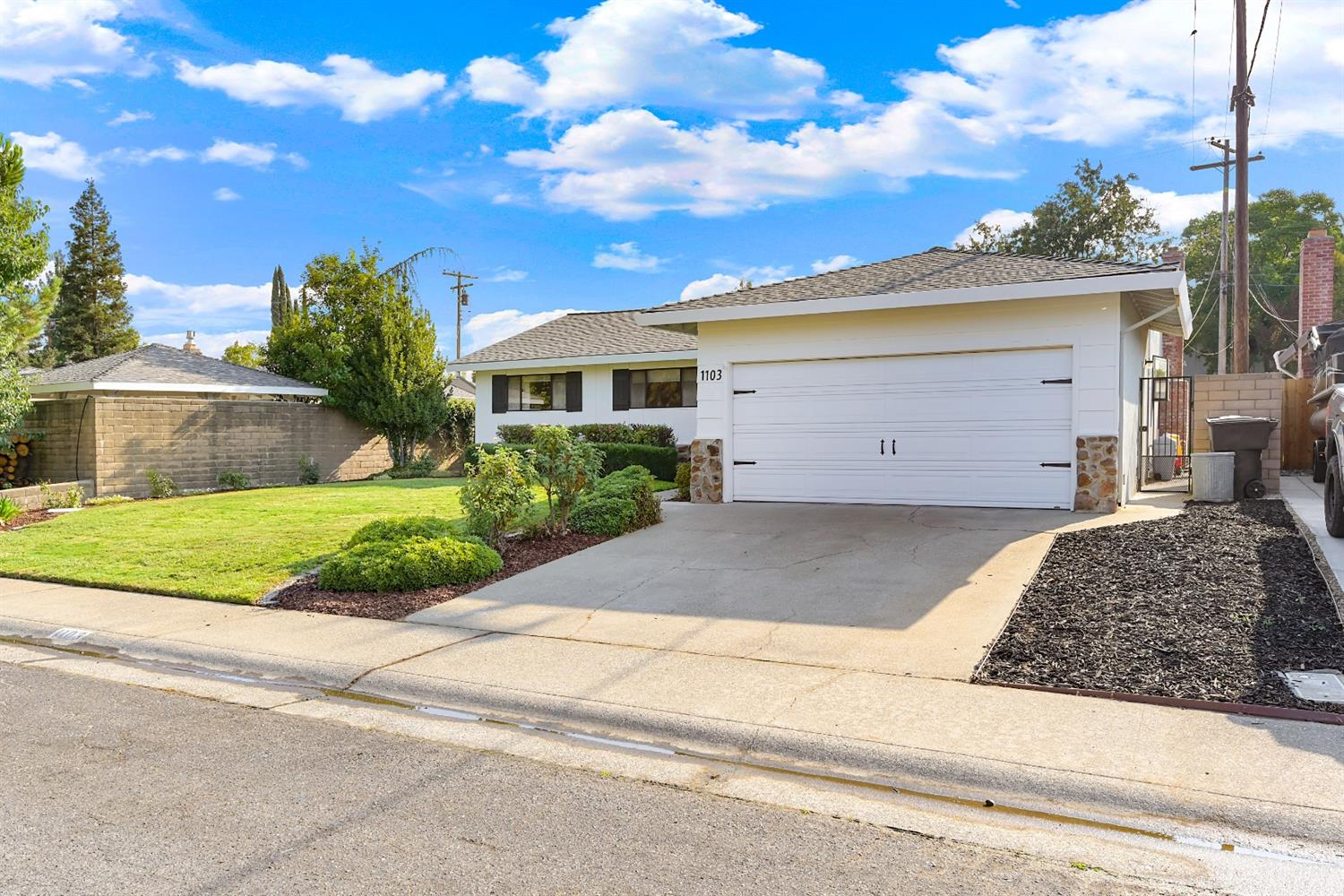 Photo 3 for Listing #221107222