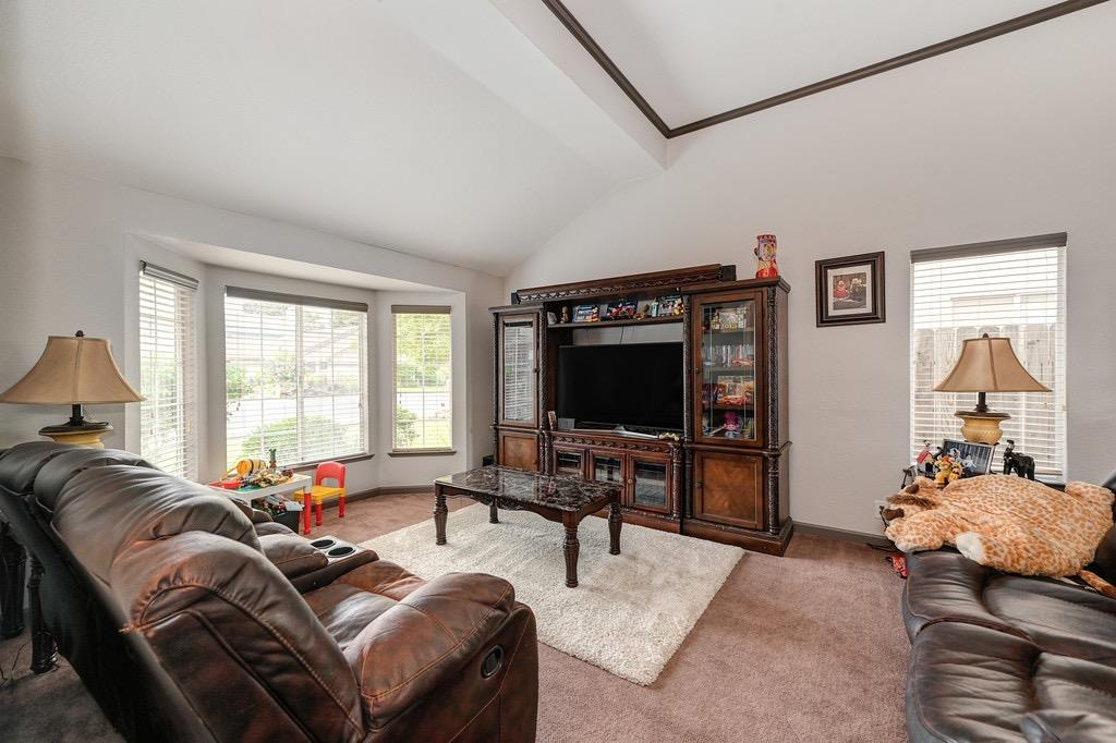 Photo 3 for Listing #221110879