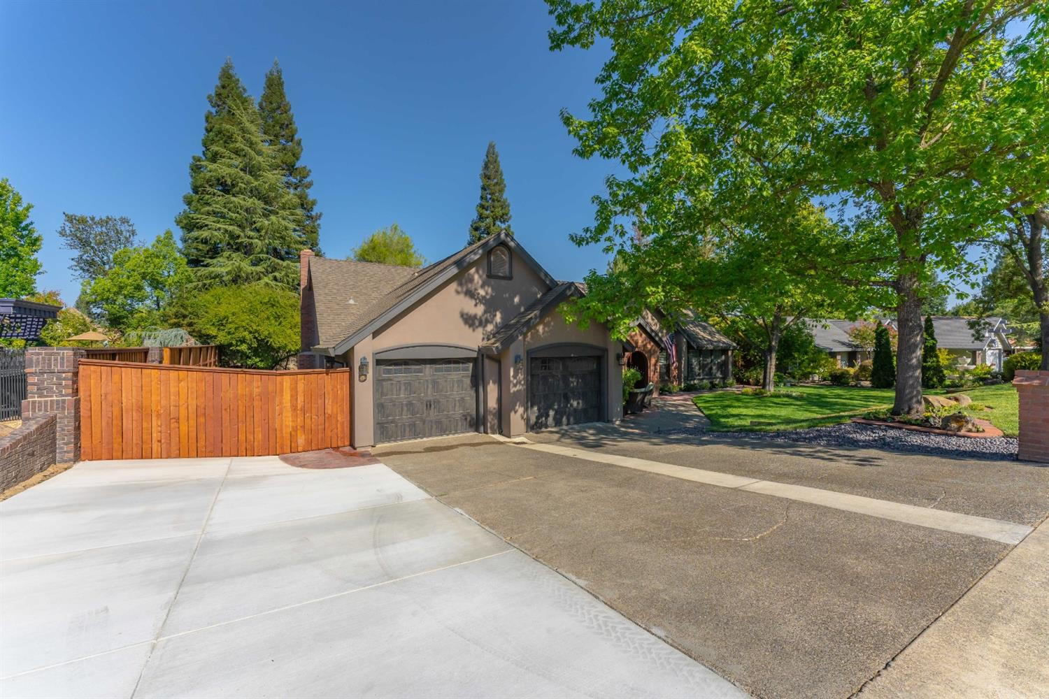 Photo 2 for Listing #221114345