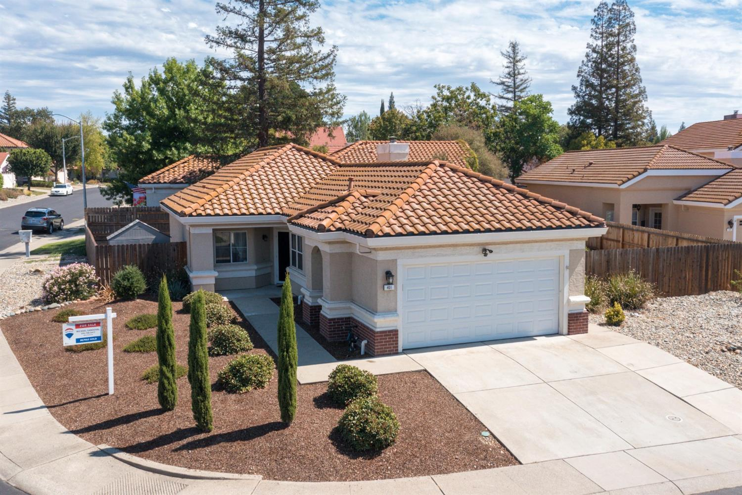 Photo of 401 Harlow Court, Roseville, CA 95747