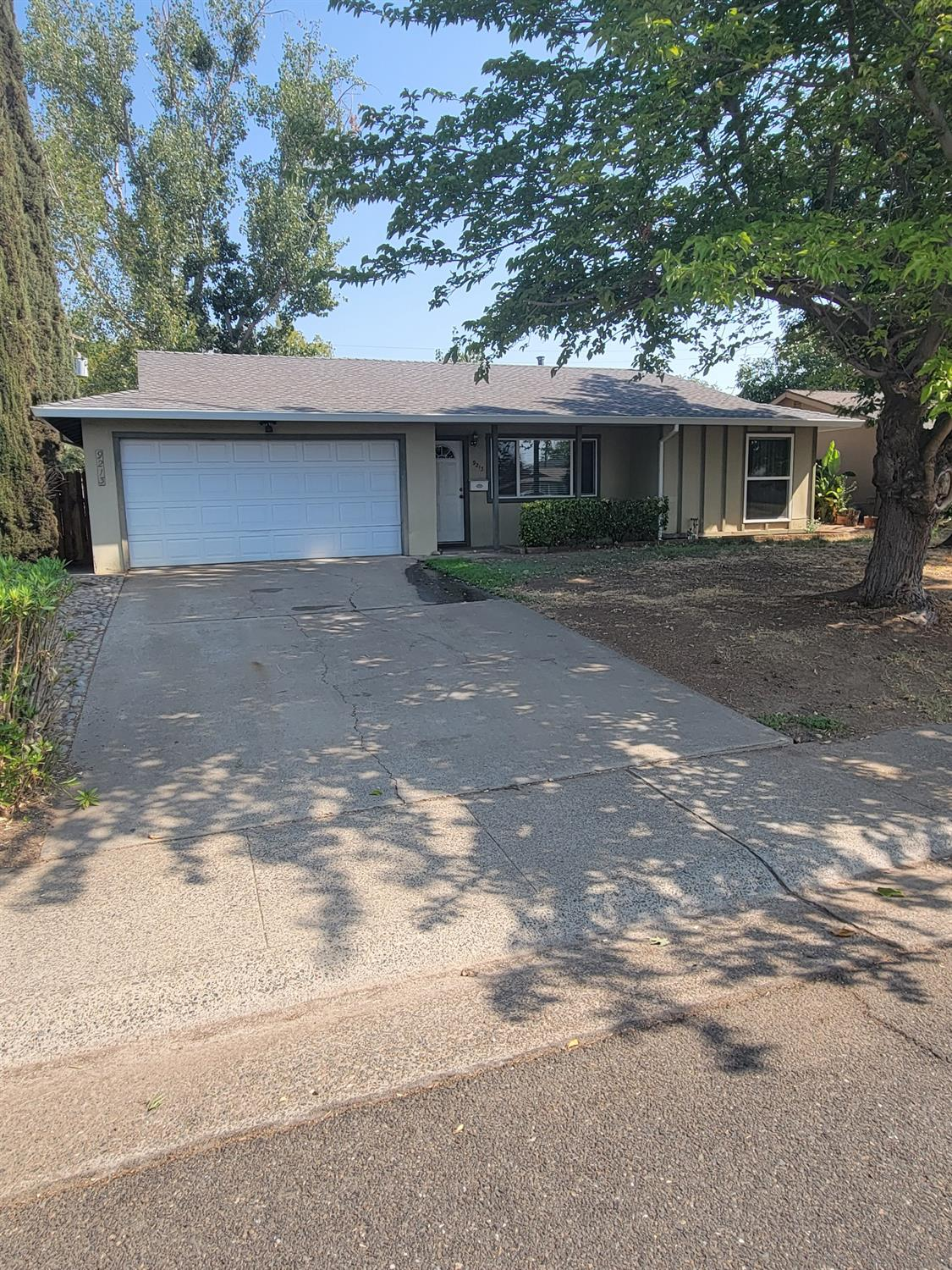 Perfect starter home or potential Flipper. Cute 3 bedroom 2 bath. 1055 sq ft with double attached garage. New roof, new gutters, newer double pane windows, needs some interior paint and some tlc. back yard needs some work, has excllent potential.