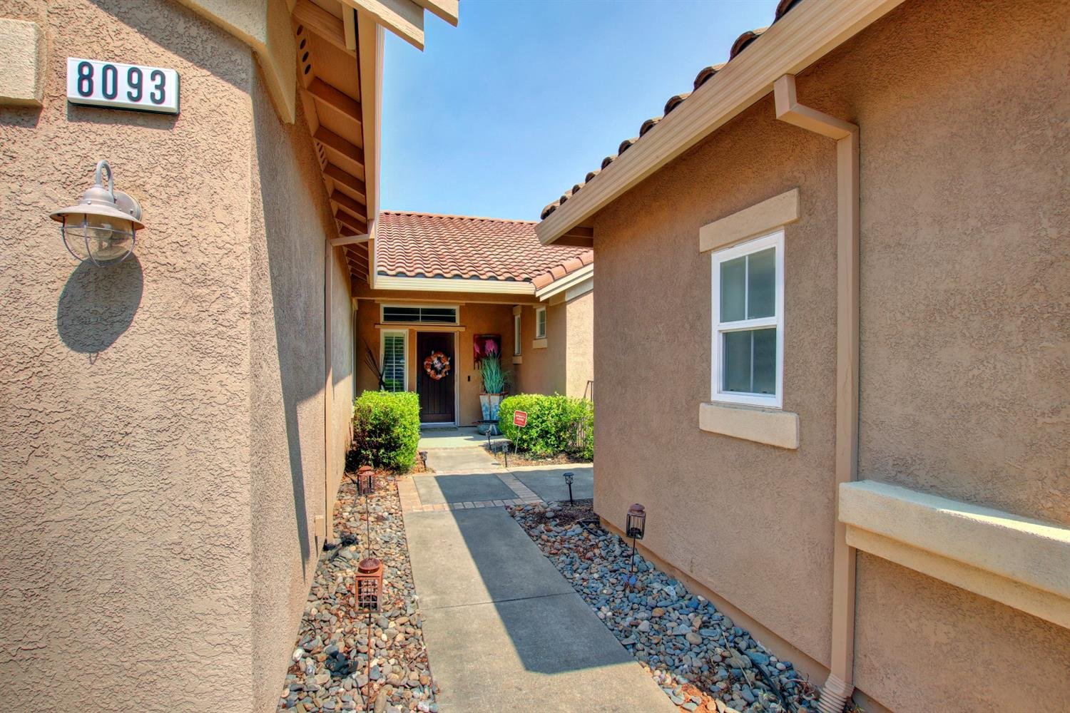 Photo 2 for Listing #221113915