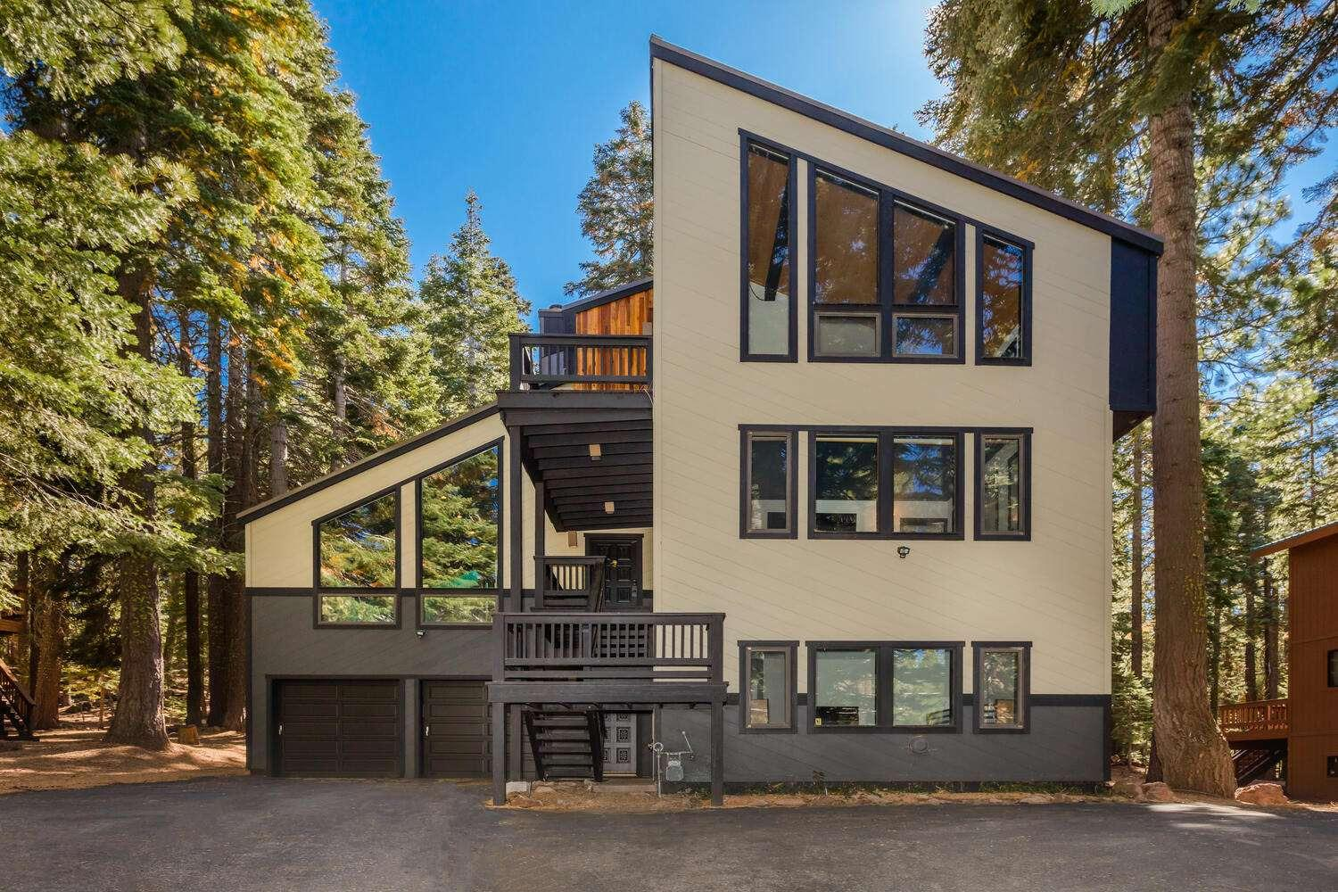 Photo of 13945 Davos Drive, Truckee, CA 96161