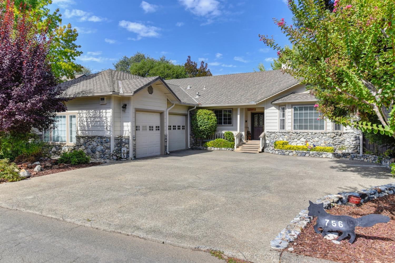 Photo of 756 Oak Crest Circle, Placerville, CA 95667