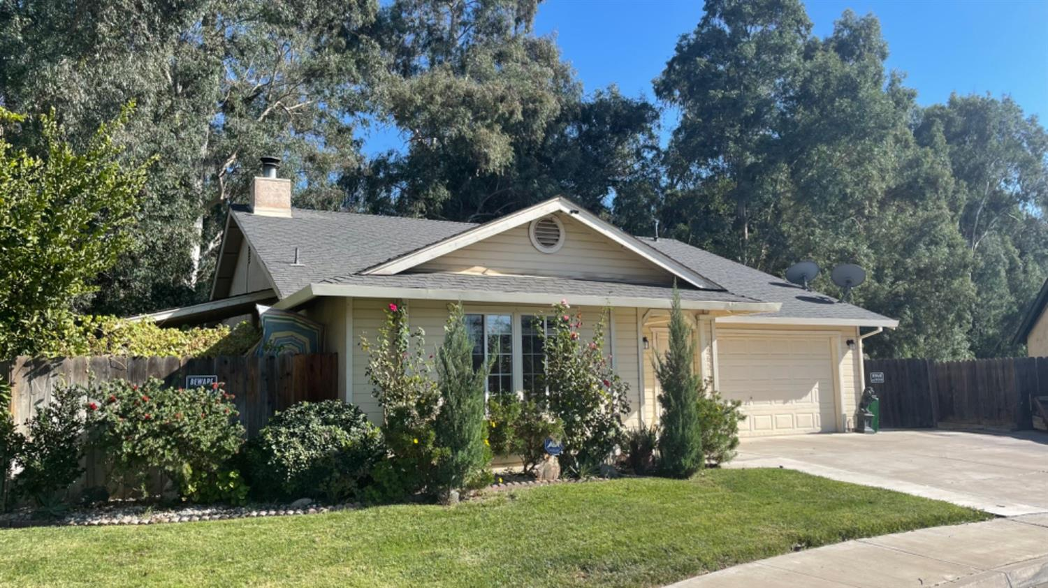 If gardening is your game this home has your name.This home is super clean located near the schools