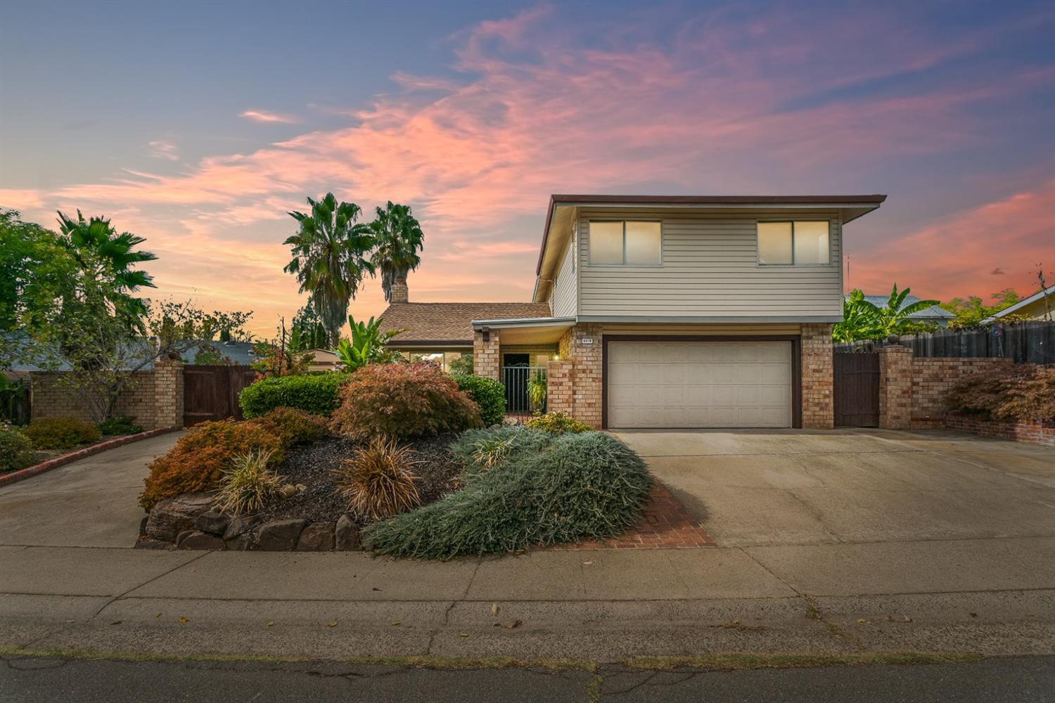Wonderful move-in ready home boasts great features. This home greets you with lush landscaping, beau