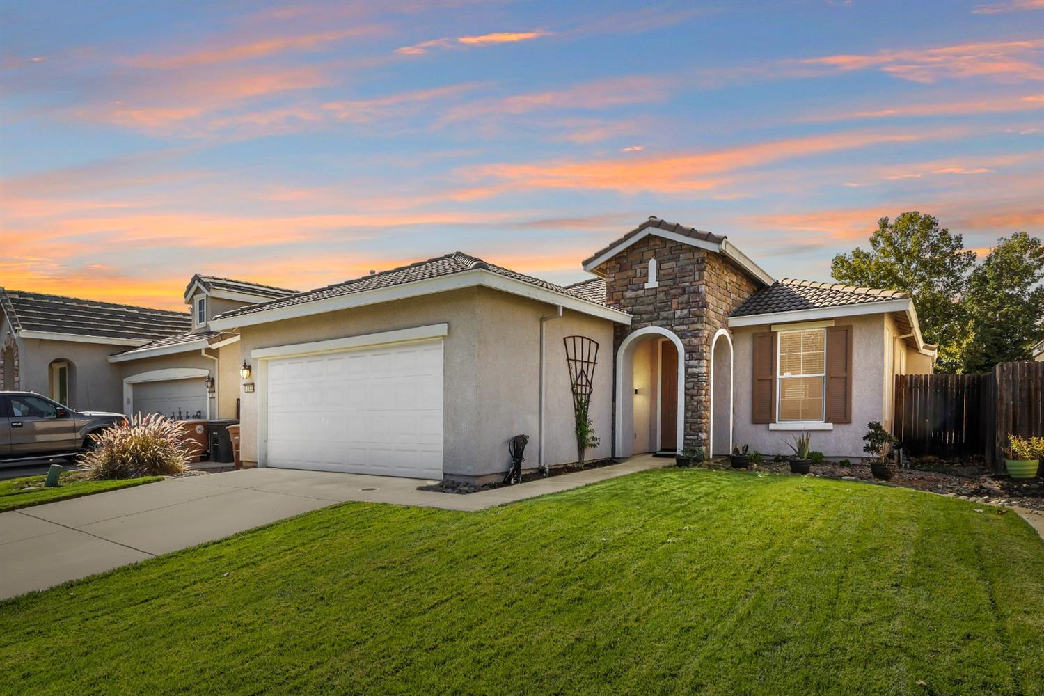 Home Sweet Home! In this move-in ready 3 bedroom home in Elk Grove offers a functional floor plan is