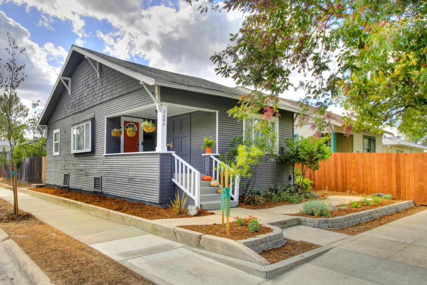 Adorable 2 bed 1 bath Oak Park bungalow with all the charm located right around the corner from the