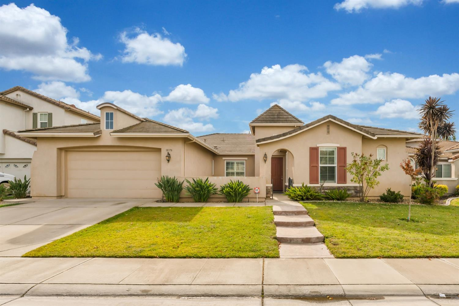 Don't miss this gorgeous single story Cambridge home in one of the most desired communities in Elk G