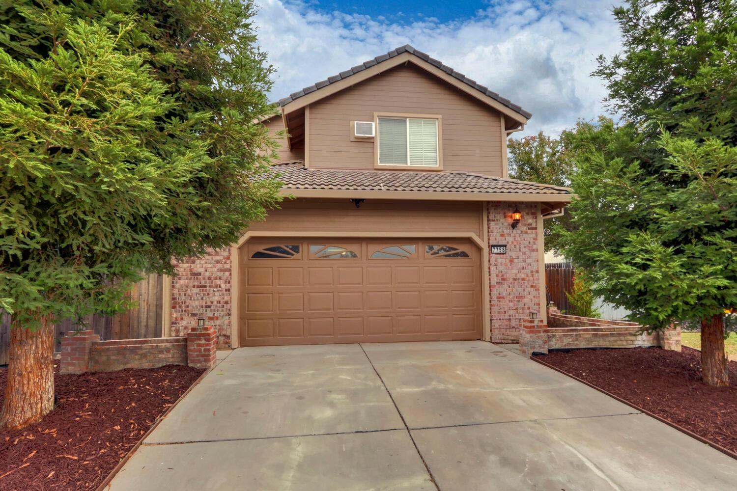 Welcome to this 4 bedroom, 3 bathroom home. Light and welcoming living room with vaulted ceiling fea