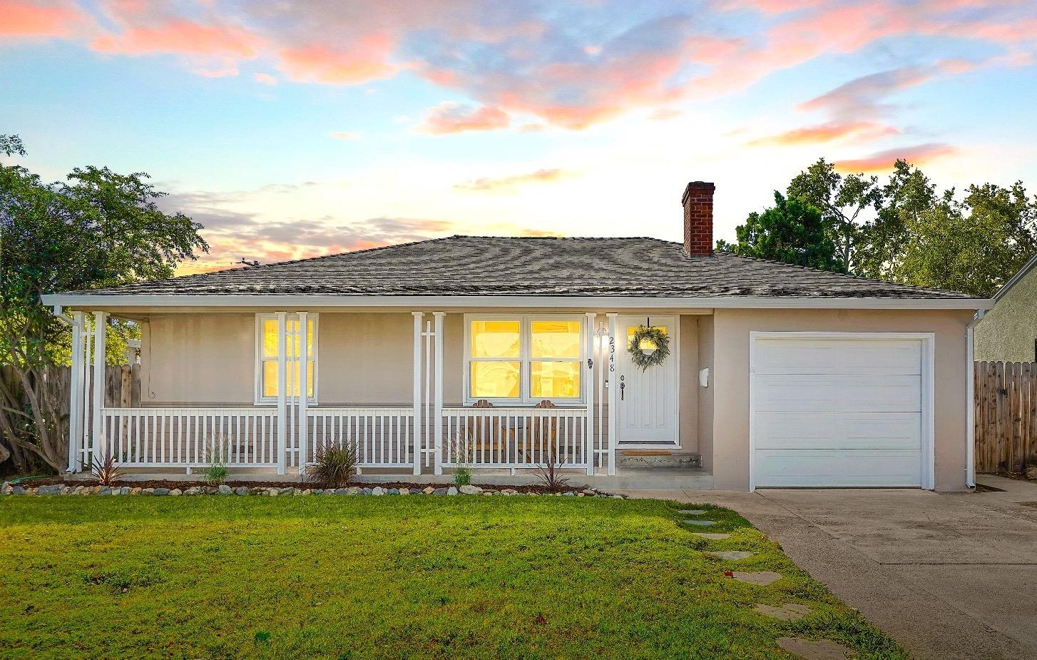Welcome to Hollywood Park's most darling updated cottage on a well maintained quiet street. Come che