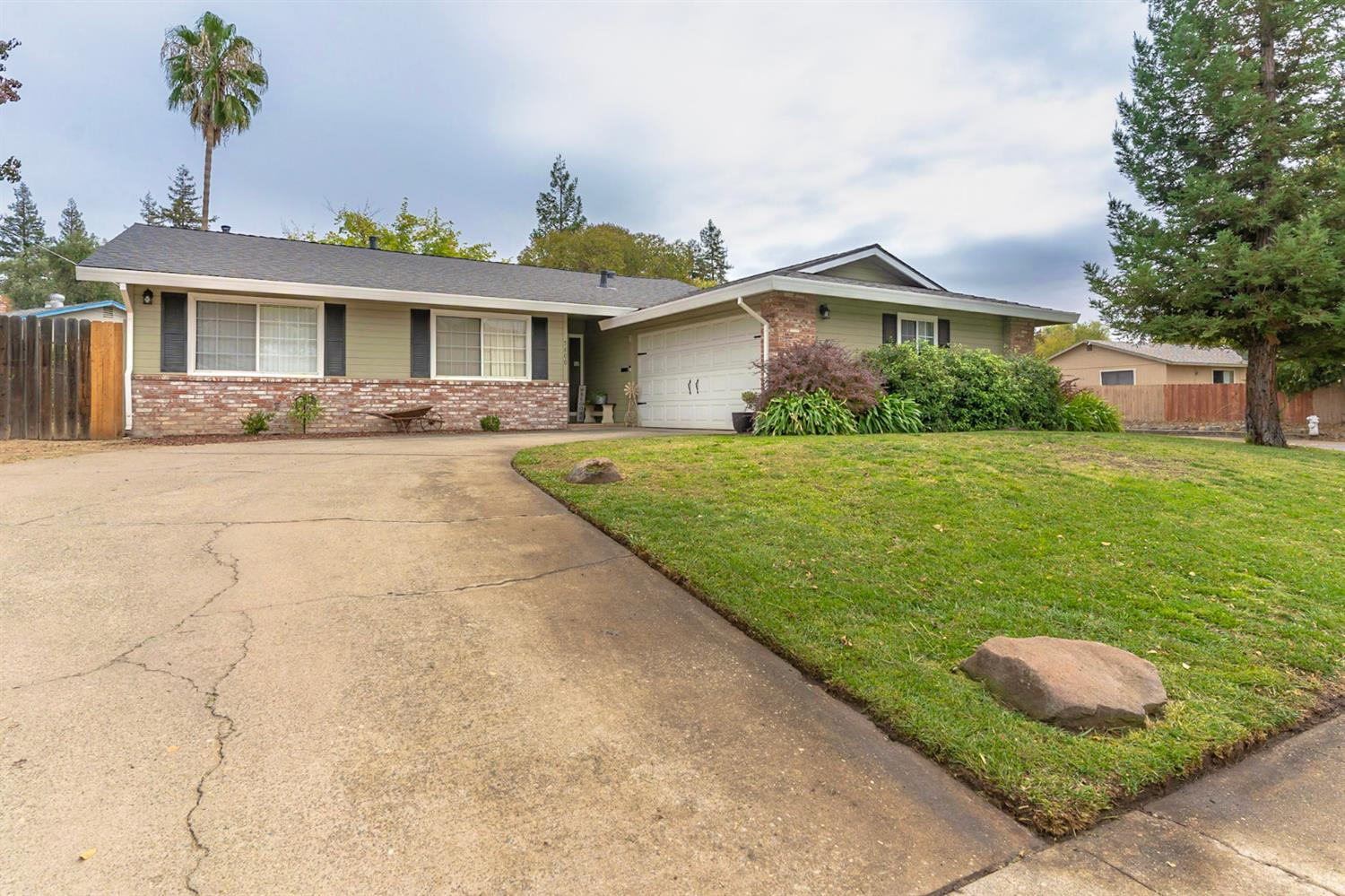 Welcome to this charming 3 bed, 2 bath corner lot home with RV parking! Hard to find open concept ma