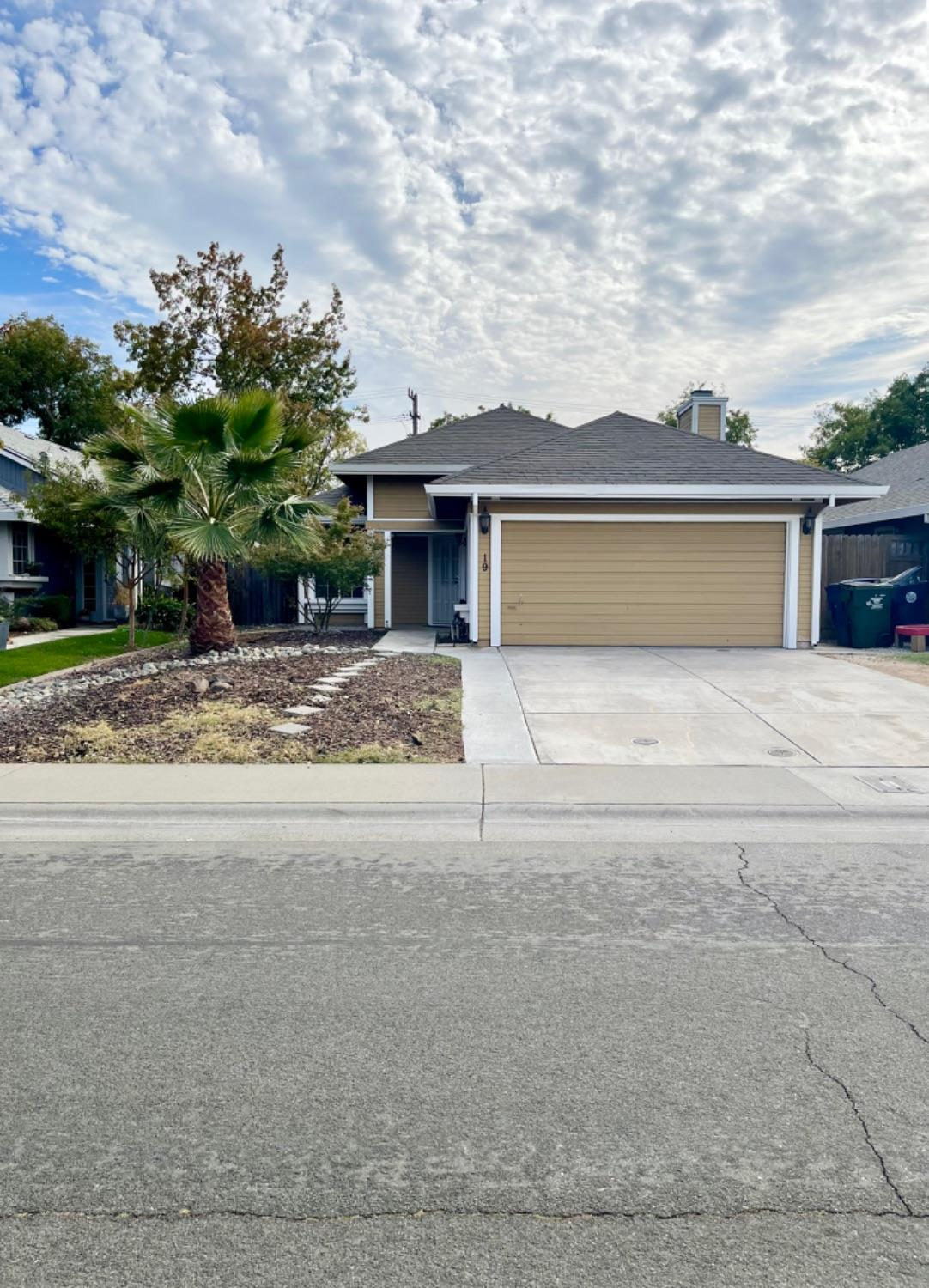 Come check out this charming 3bed/2ba home nestled in a cul-de-sac! This home features granite count