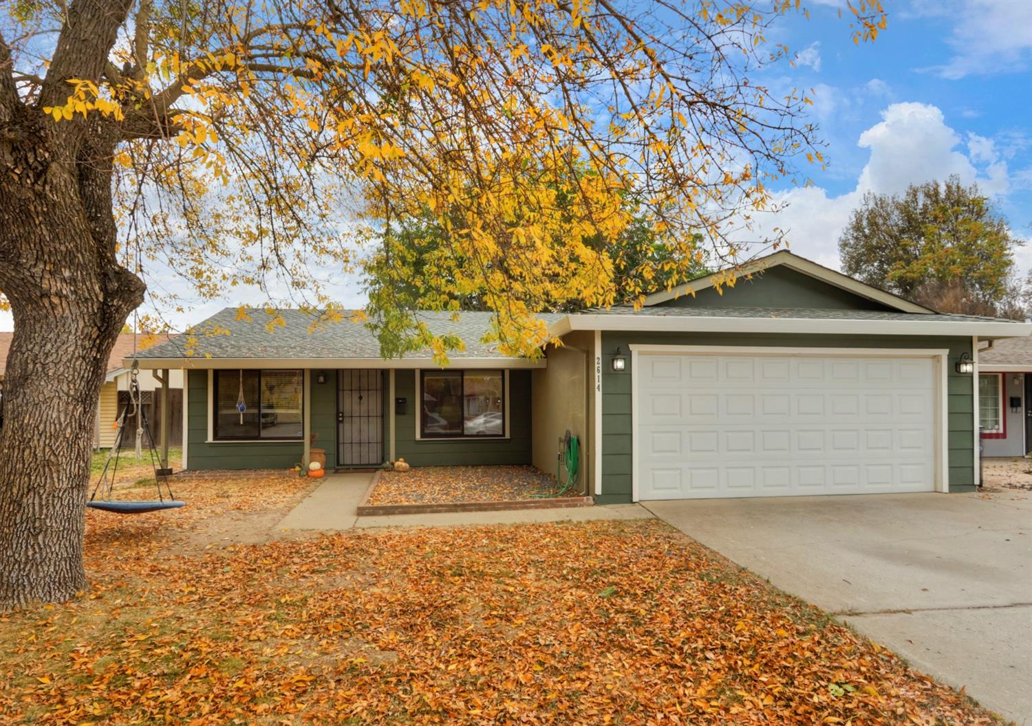 Welcome to this gorgeous, remodeled home on an adorable cul de sac. Kitchen features quartz countert